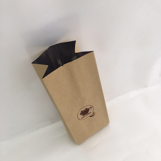 Kraft paper packing bag with screen printing valve